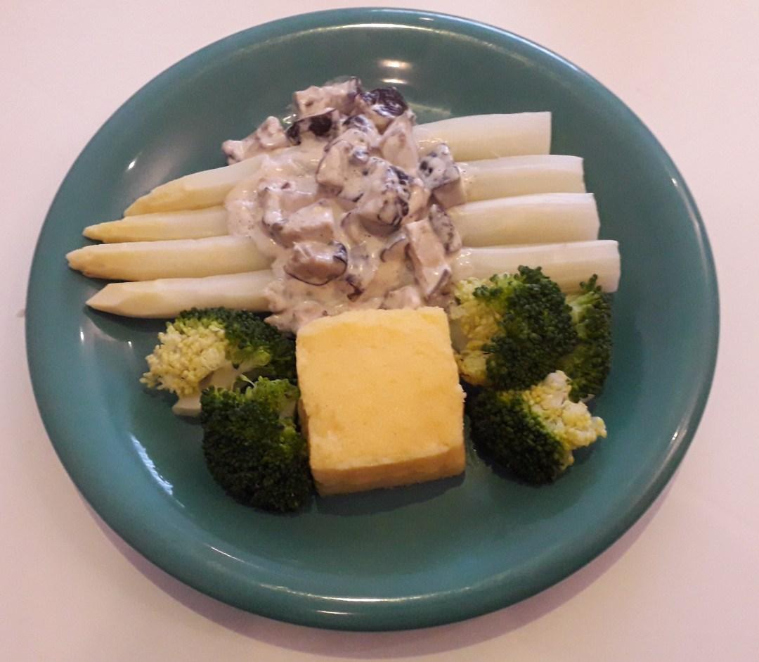 Witte asperges met shiitake's, broccoli en polenta in lactosevrije sojaroomsaus - Vegetarisch recept