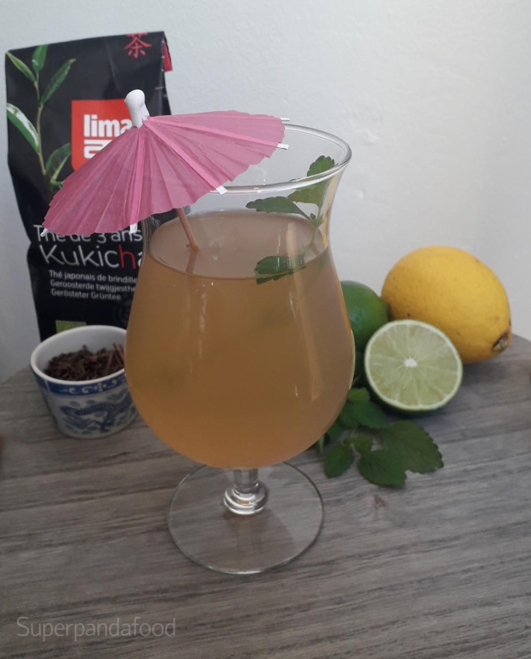 IJsthee met citroenmelisse en citrusvruchten